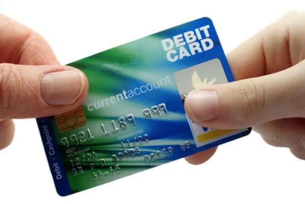 como-pagar-o-cartão-de-crédito-com-outro